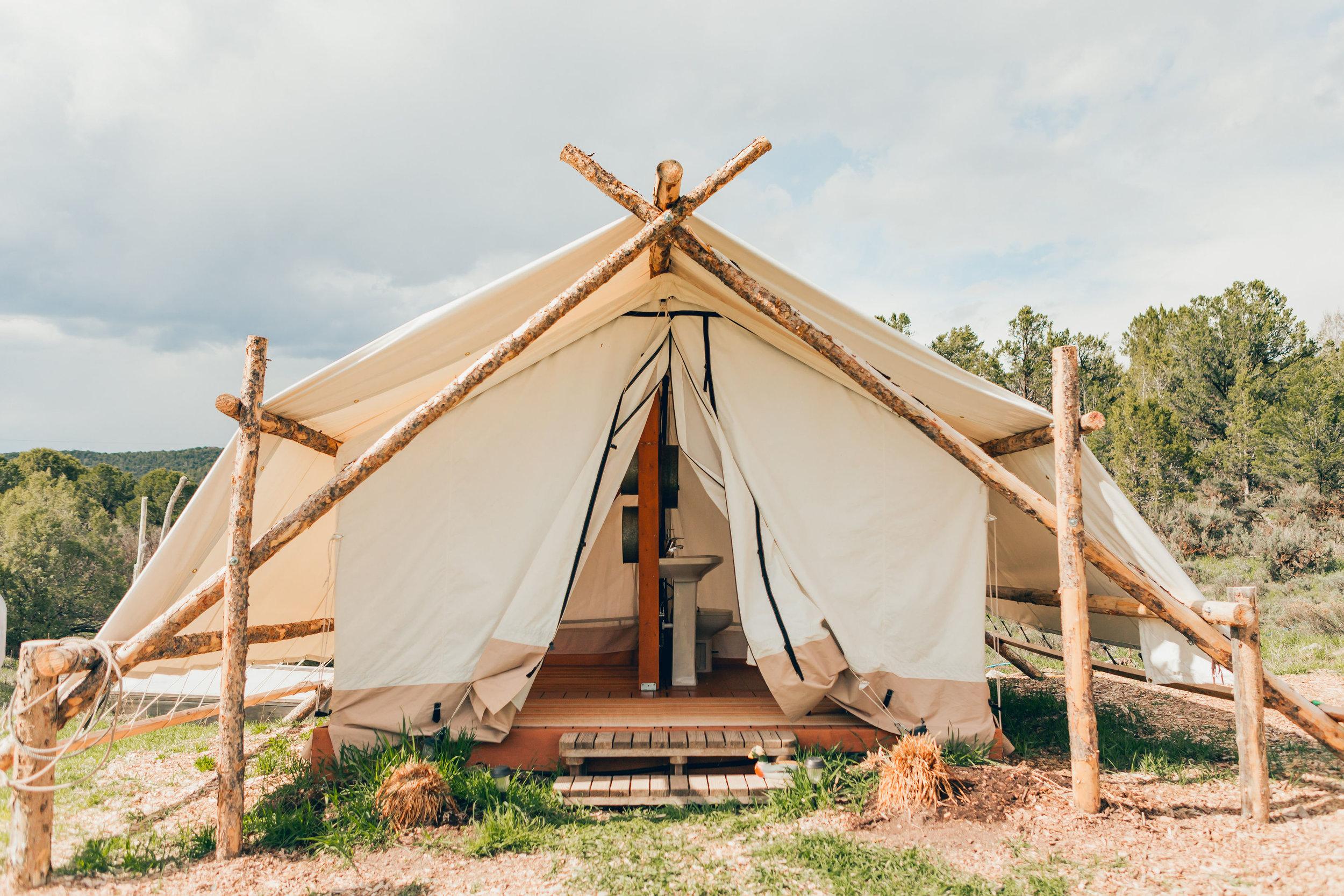 Canvas bathhouse Tent