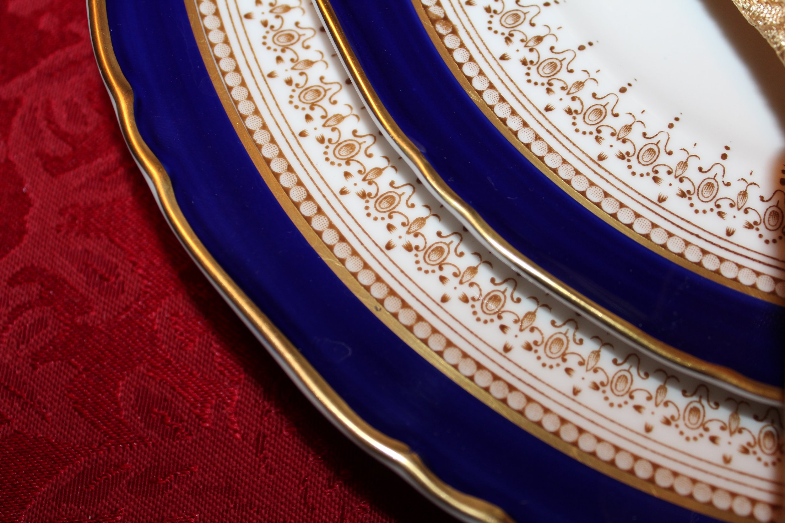 DesignOrganizeParty_Beauty and the Beast_Ballroom_Plates_Dinner_party
