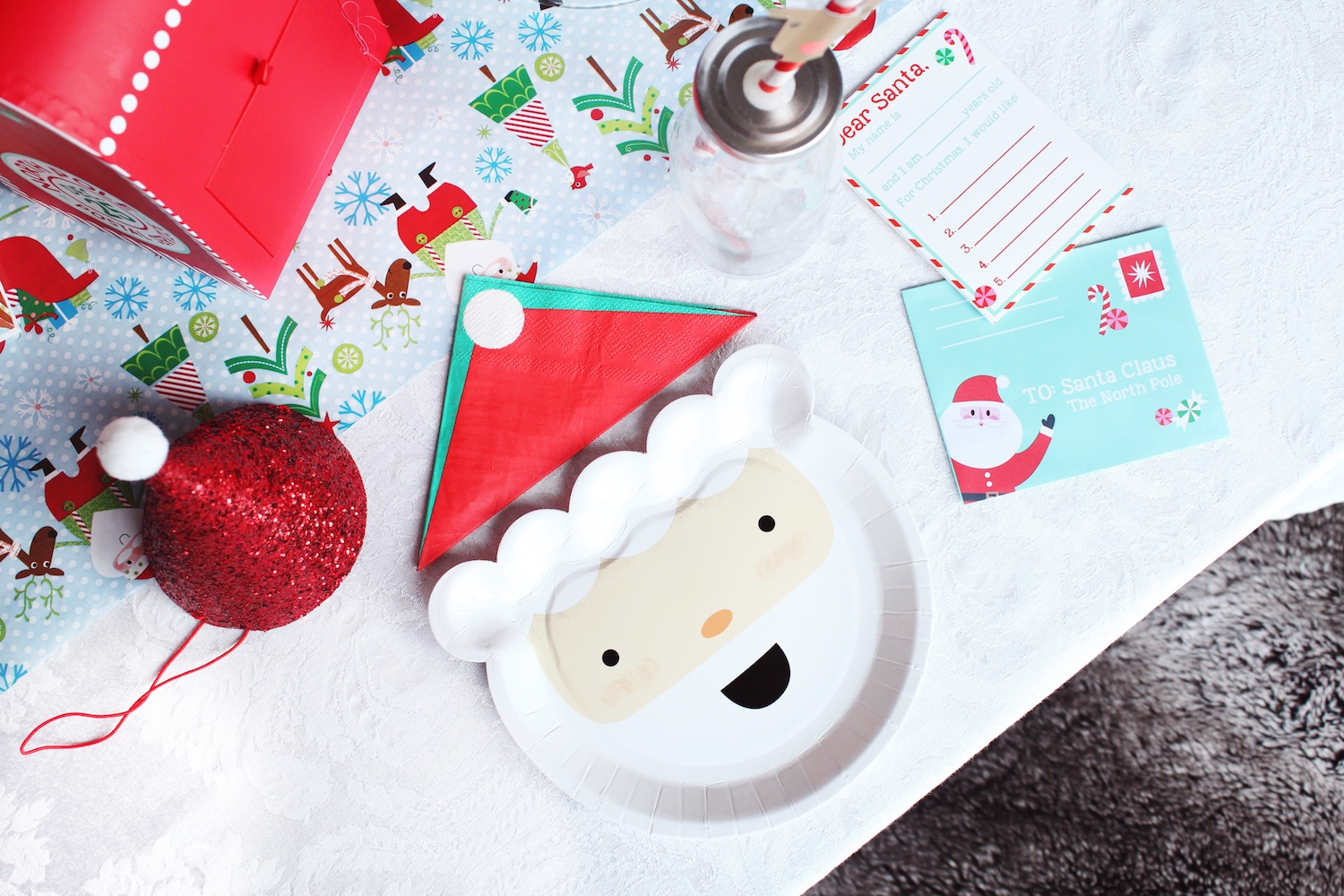 Santa North Pole Christmas Party_Elum Paper Goods_Tablescape_Design Organize Party.jpg