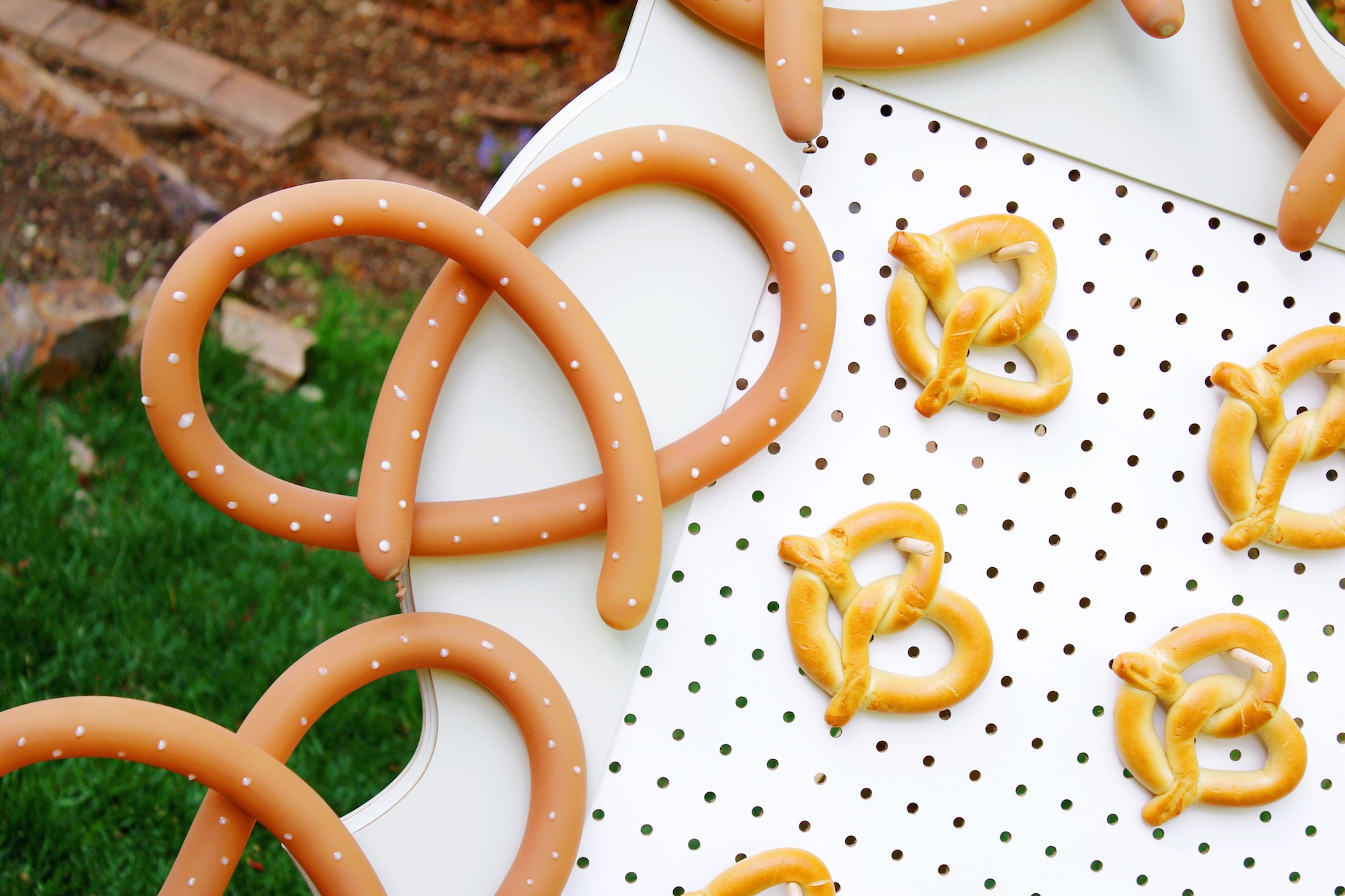 DIY Balloon Animal Pretzel_Design Organize Party.JPG