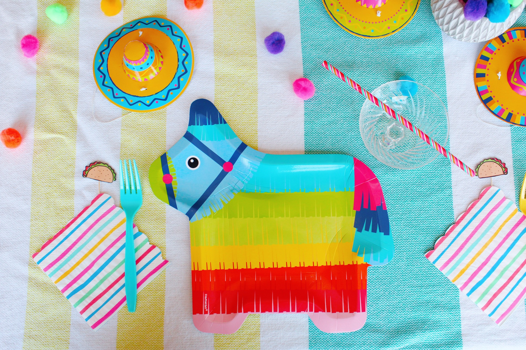 Pinata Plate Setting_Cinco de Mayo Fiesta_Design Organize Party.JPG