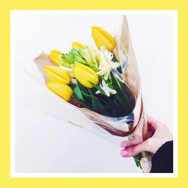 We hope you have all had a fantastic Mother's Day 💛 whether you have been spending it with friends, family or just enjoying this London sunshine! ☀️ . . . And for all of you Mum to Be's, don't miss our latest blog post talking all about Prenatal Pilates and how our sessions can help you prepare for your next chapter! . . . There's also Postnatal Pilates advice too, link in bio! Happy Mother's Day! 🌼 . . . . #happymothersday #mothersday #motheringsunday #sunday #flowers #boquet #prepostnatal #prenatalpilates #postnatalpilates #pilateslife #pilatesbody #weekend #fitnessblog #pregnant #mumstobe #newmum #pregnancy #healthspo #pregnanyfitness #london #pilatesclasses #pilatesteacher #londonclasses
