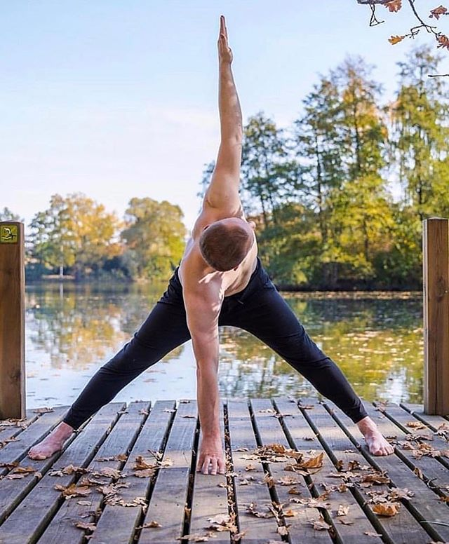 Stretching into the long weekend, how have you been enjoying the bank holiday so far? 📸 @yogajournal . . . . #bankholiday #longweekend #happyweekend #mensyoga #yogi #pilates #yogaeverydamnday #yogaclasses #pilatesclasses #pilatesbody #nature #relax #wellness #wellbeing #happy #yogaoutdoors #london #londonclasses #breathe #rest #nurture #timeforyou #letgo #relaxation #healthspo #fitness #timeout #happyplace #andbreathe