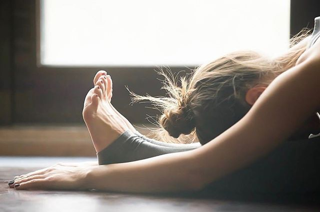 ....and breathe! That Friday feeling 🙏 . . . . #friyay #fridayfeeling #yogi #pilates #pilateslife #relax #rest #andbreathe #breathe #letgo #weekend #weekendvibes #rest #restful #selfcare #wellness #wellbeing #healthspo #yogaeverydamnday #yoga #londonclasses #timeforyou #yogaathome #pilatesathome #yogamat #weekendishere #chill #relaxation #stretch #mindful #meditation