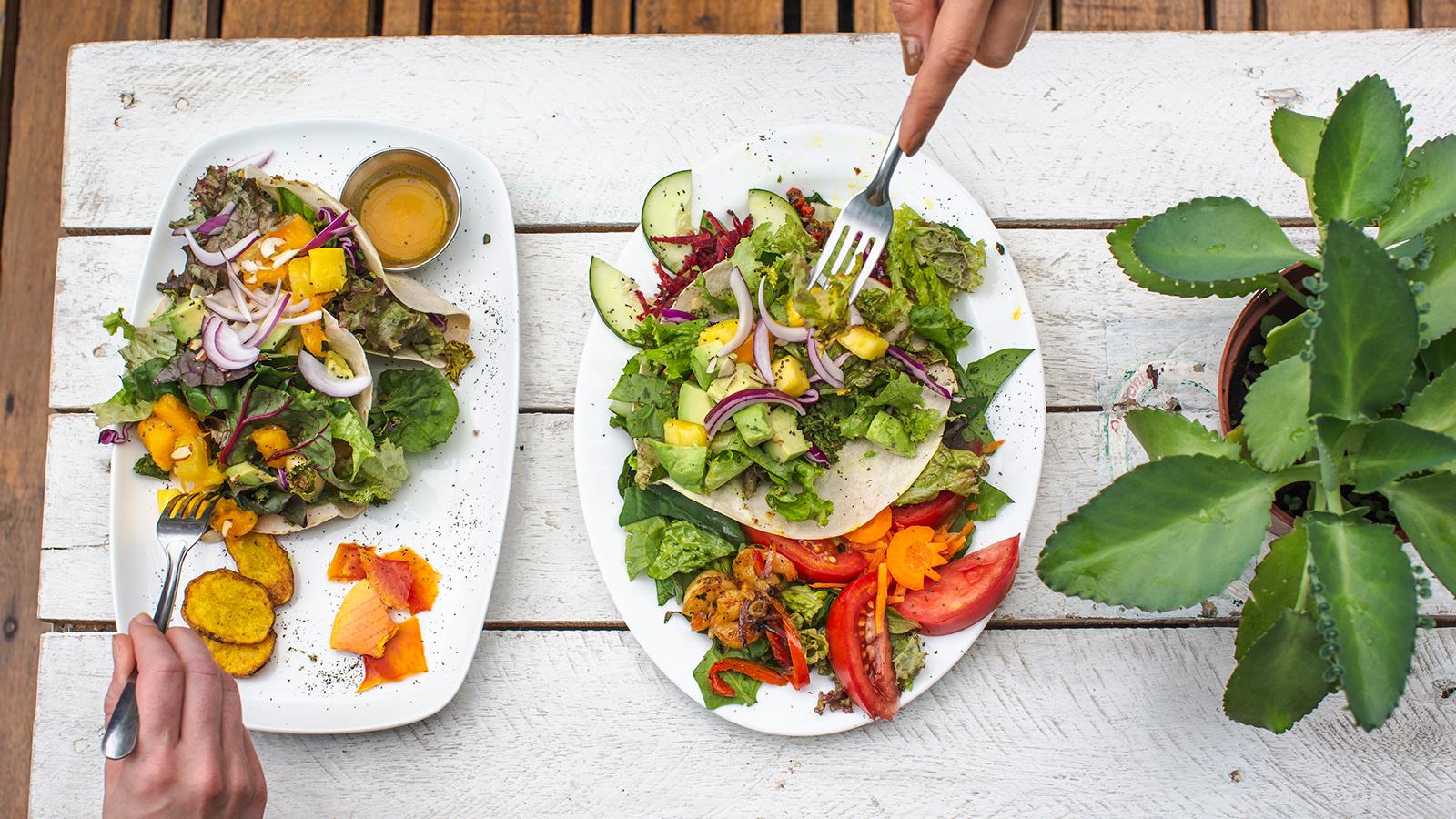 381848eb5bebd__Costa_Rica_La_Fortuna_Healthy_Food_Lunch_Salads_Overhead_Shot_-_2018_0W3A7124_Lg_RGB.jpg