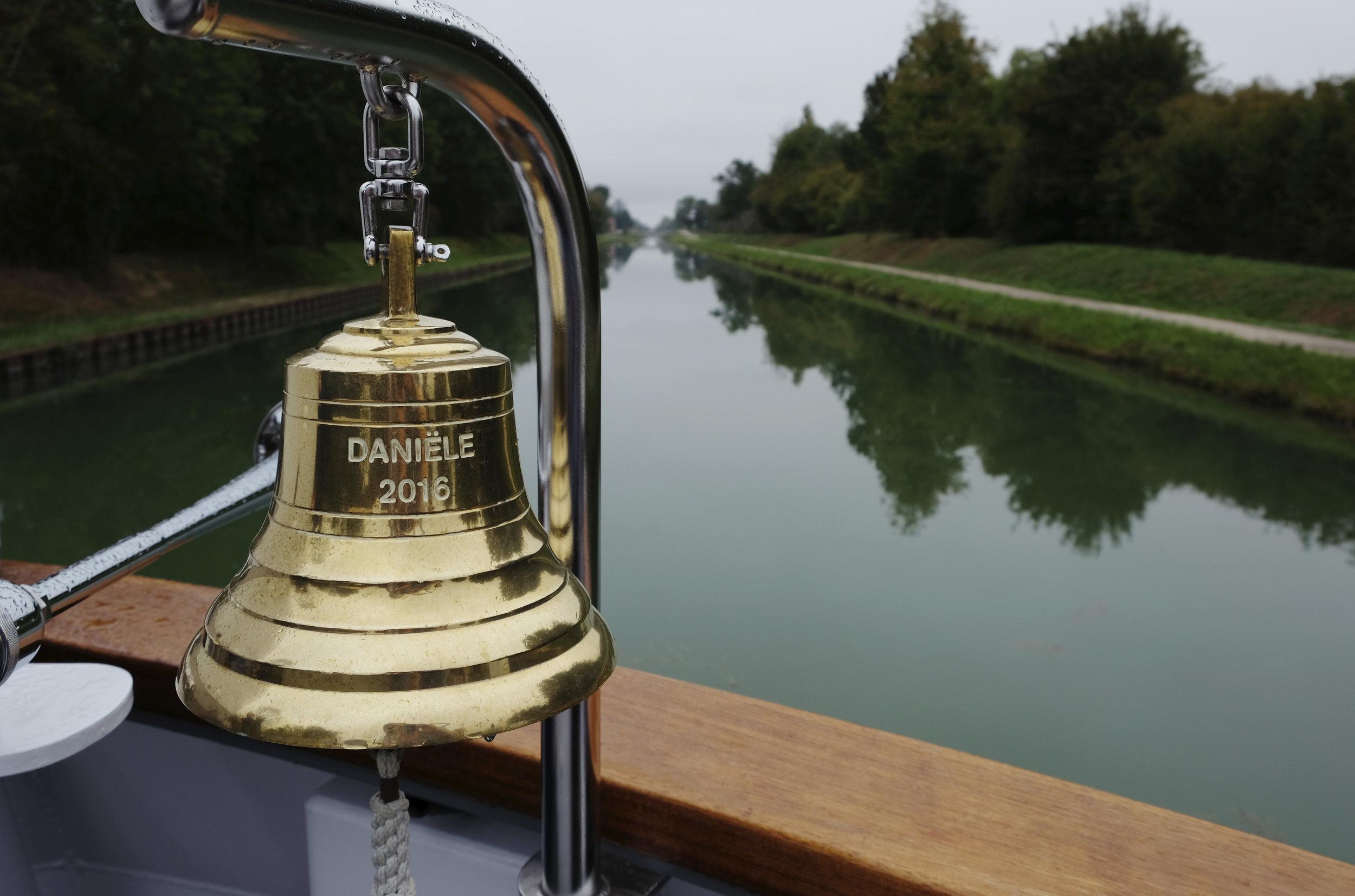 France Danièle Riverboat Bell Lg RGB.jpg