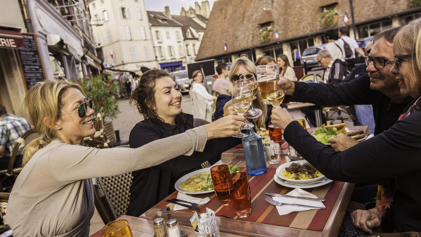 itinerary_lg_France_Beaune_Wine_Lunch_Patio_Travellers_-_IMG06691_Lg_RGB1.jpg