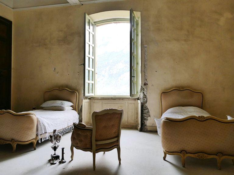 sd-aspect-1491334689-hbz-chateau-gudanes-bedroom2.jpg
