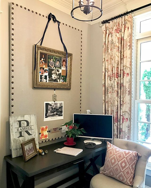 Sunday mornings are best in this home office writing thank you notes and reflecting on the past week. My client will be ready for Monday with this custom pin board made just for her. 📸 by moi #custompinboardmadetoorder #projectramsey : : : #rinanorwooddesign #nashvillelifestyles #lakenormaninteriors #nashvilleinteriors #charlottedesigner #instalove #homeoffice #interiordesigner #creatingspaceswithyouinmind  #creativityatwork #interiors #architecture #decor #theworldofinteriors #art #homeinteriors #lux #homedesign #homestyle #nashville #charlotte#homedecor #vogueliving #followme