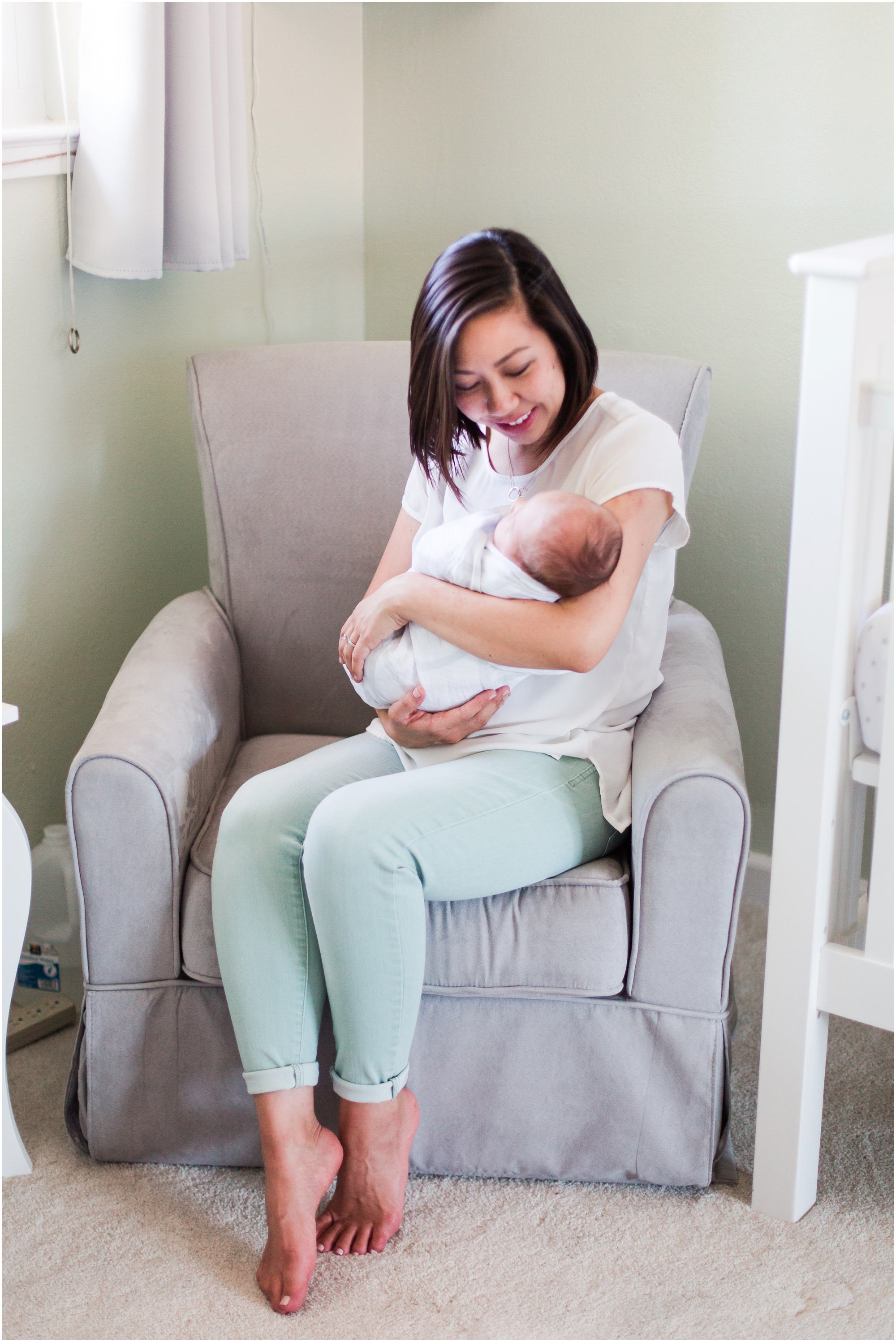 Lifestyle newborn pictures at home by Briana Calderon Photography_2422.jpg