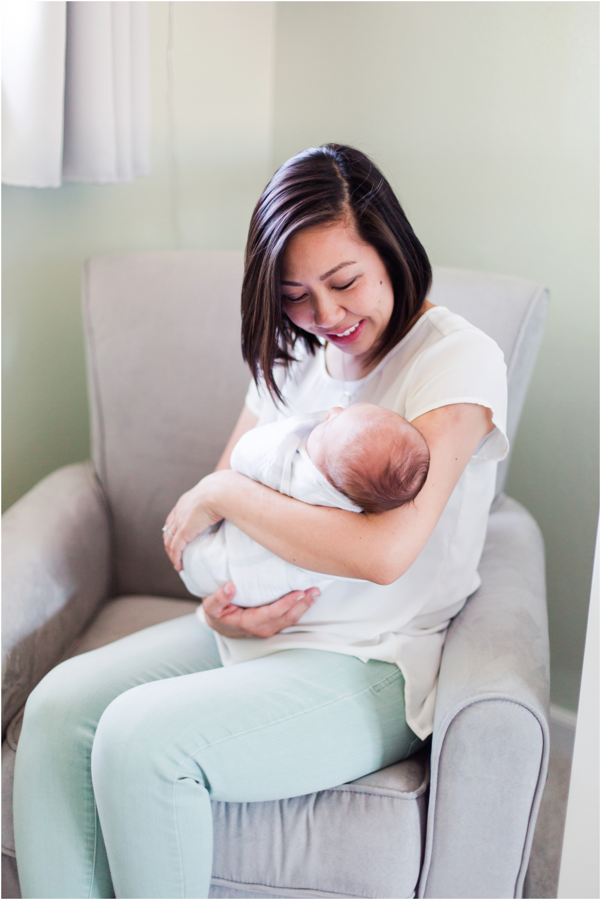 Lifestyle newborn pictures at home by Briana Calderon Photography_2426.jpg