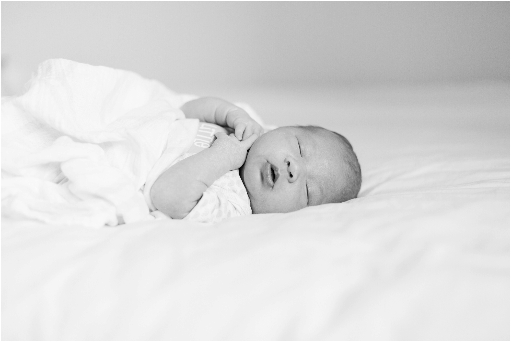 Lifestyle newborn pictures at home by Briana Calderon Photography_2436.jpg