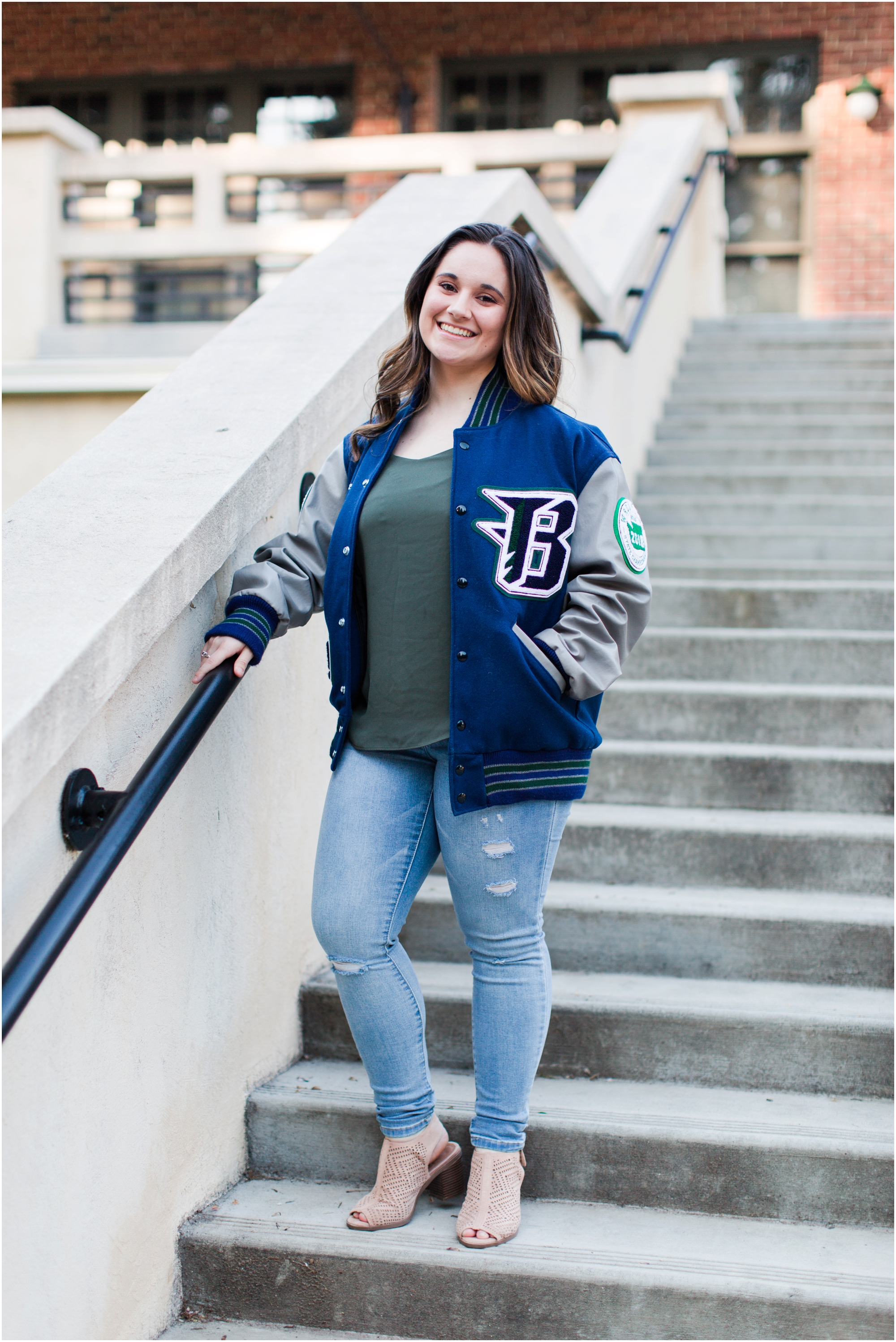 Senior Portraits at Point Defiance Park in Tacoma.  Photos by Briana Calderon Photography based in the greater Seattle Tacoma Area._1118.jpg