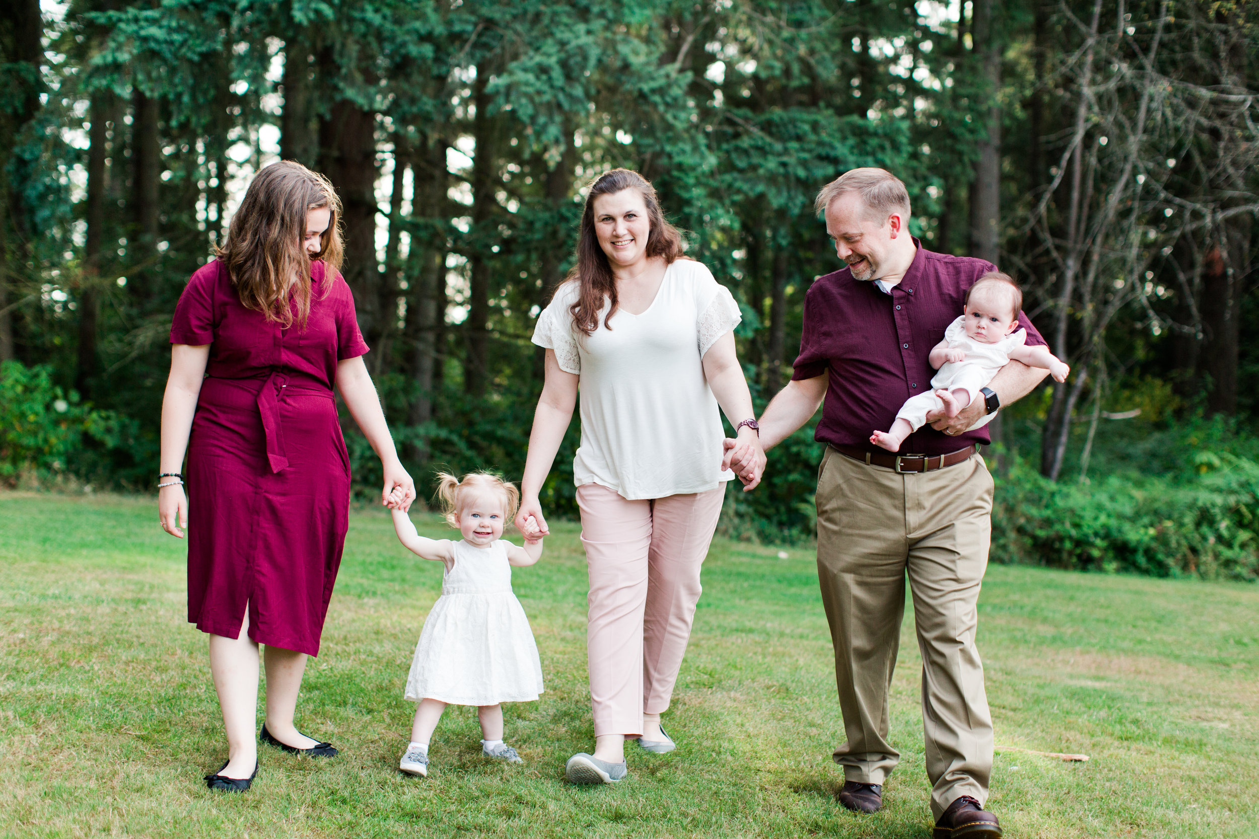 Family portraits at Bradley Lake Park in Puyallup