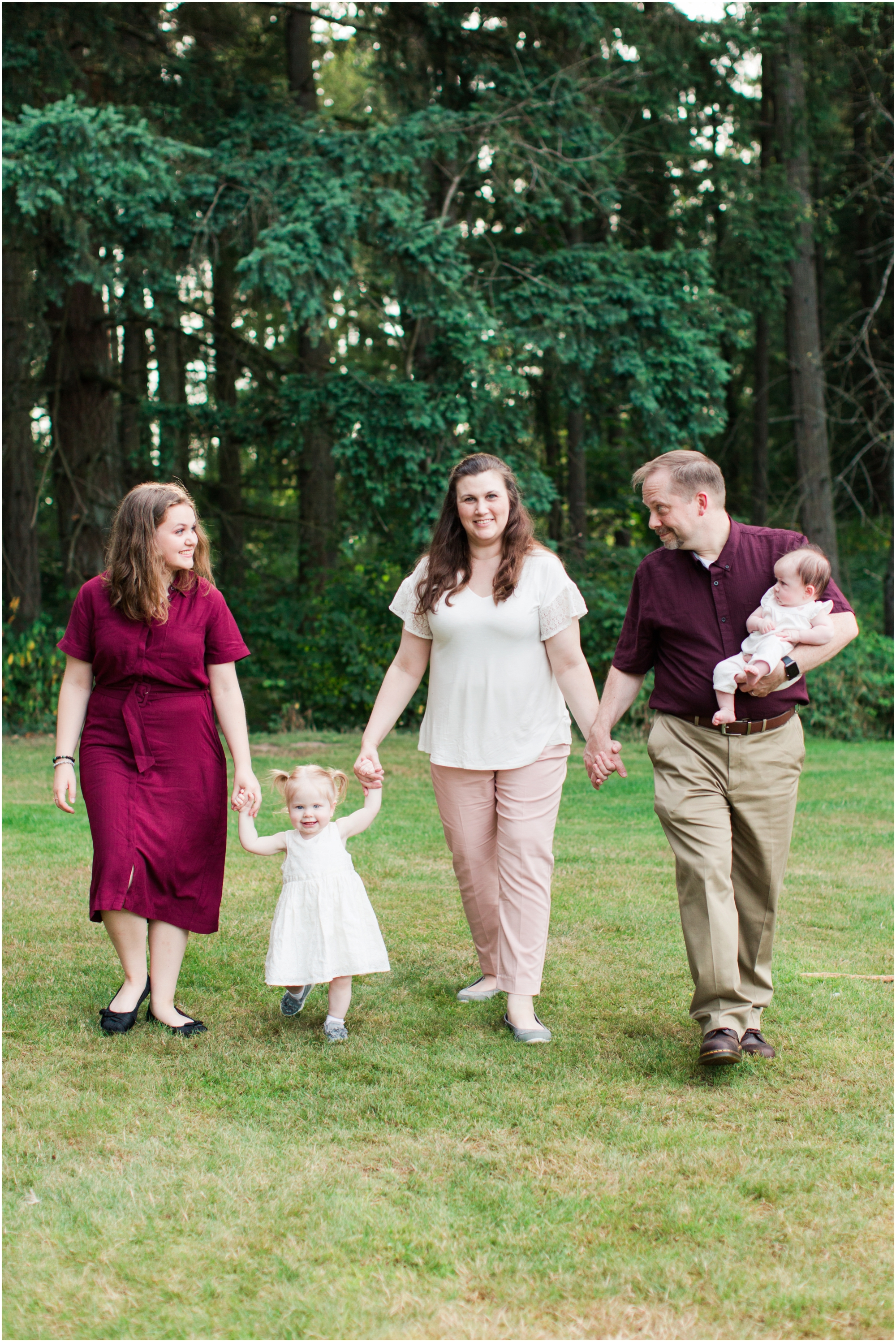 Family portraits at Bradley Lake Park in Puyallup, WA. Photos by Briana Calderon Photography based in the greater Seattle-Tacoma Area._1376.jpg