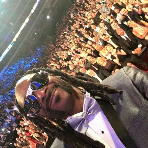Recent Selfizzle On Your Televizzle While Being Inducted Into The WWE Hall Of Fame (wait, what?!?). Only You, Uncle Snoop. Please Continue On Doing You.