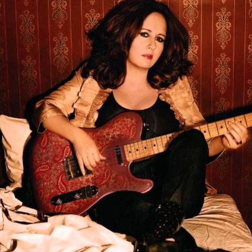 "Return Of The ""G"" on Showtime at the Apollo:      Let's set the scene. By 2004, Teena Marie had been on a 14-year-sabbatical from public life, taking the time off to raise the daughter you saw in the last clip. Poised for a return the first white artist signed to Motown then became the first signed to Cash Money Records. This is performing her brand new single from an album yet to be released in her first major public appearance since returning to the scene. The level of swagger on display as Lady T directs Apollo Theater crowd traffic in the fedora & fur immeasurable. The love in the crowd palpable."
