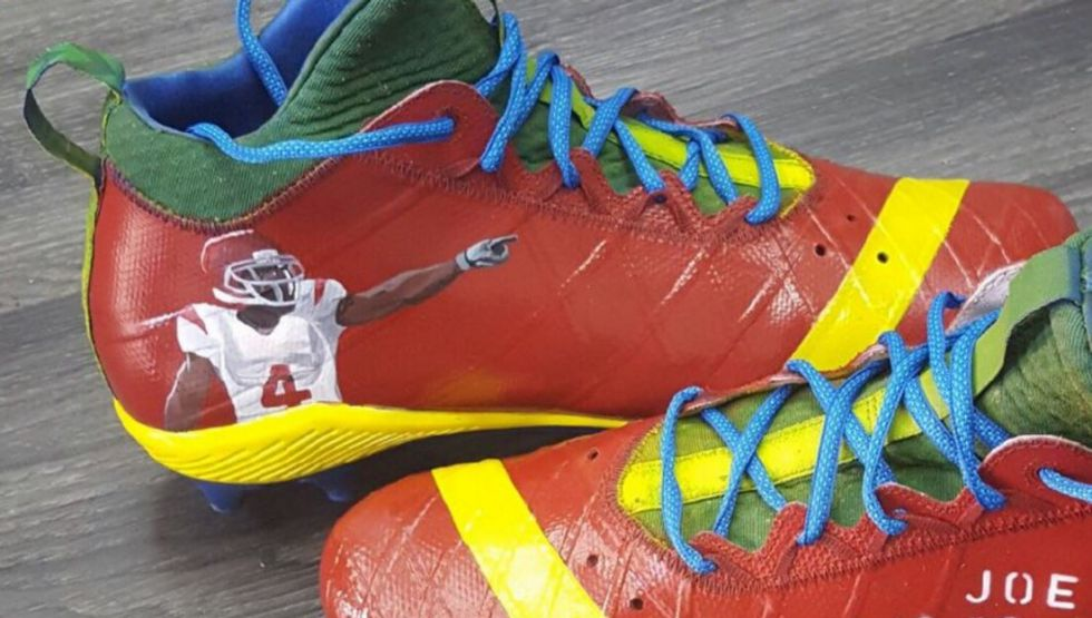 Reggie Bush's custom cleat tribute for first Sunday since SC without Joe McKnight in his life.