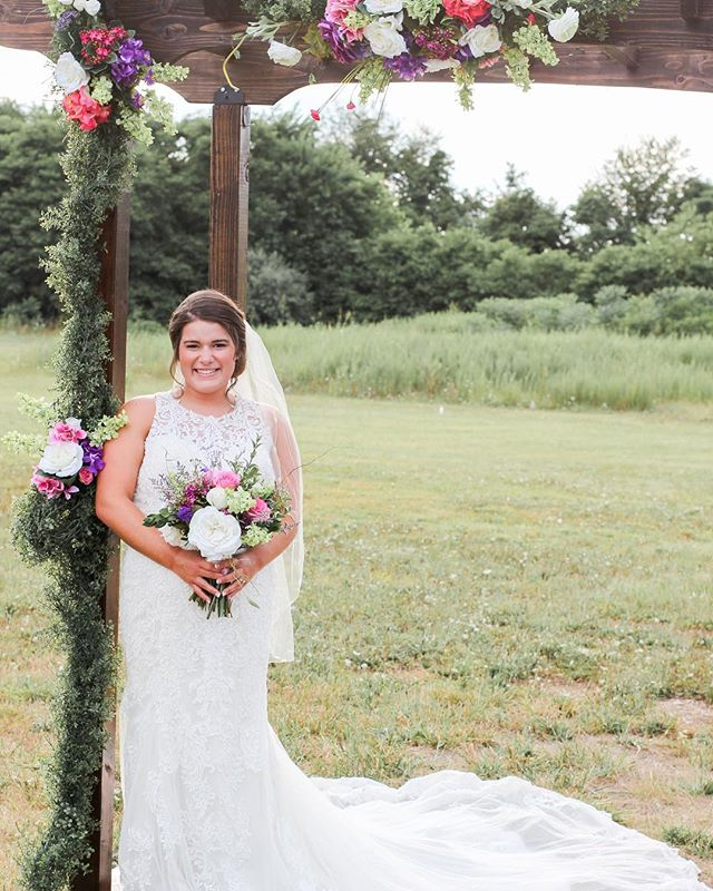 It doesn't take much to make our wooden arbor look this pretty. We're certain you'll love it as much as we do! 💐 Venue: Old Towne Event Center  Flowers: Heaven's Scent  Photographer: Illuminate Photography  Model: Kelsey Prewitt