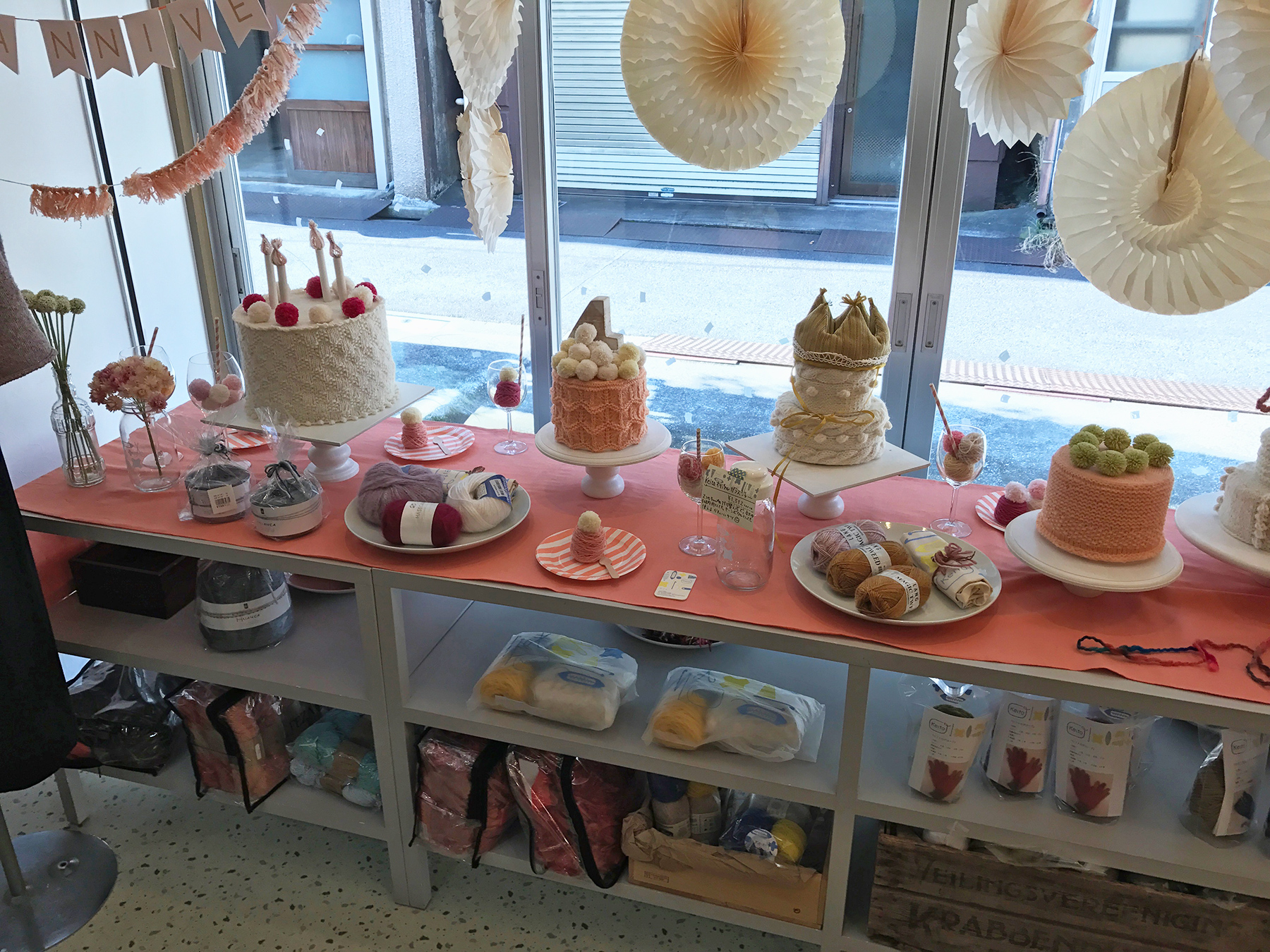 Keito's window display. Beautiful knitted cakes! (Some crocheted perhaps, too.)