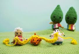 Happy World Wide Knit in Public Day by Anna Hrachovec at mochimochiland.com