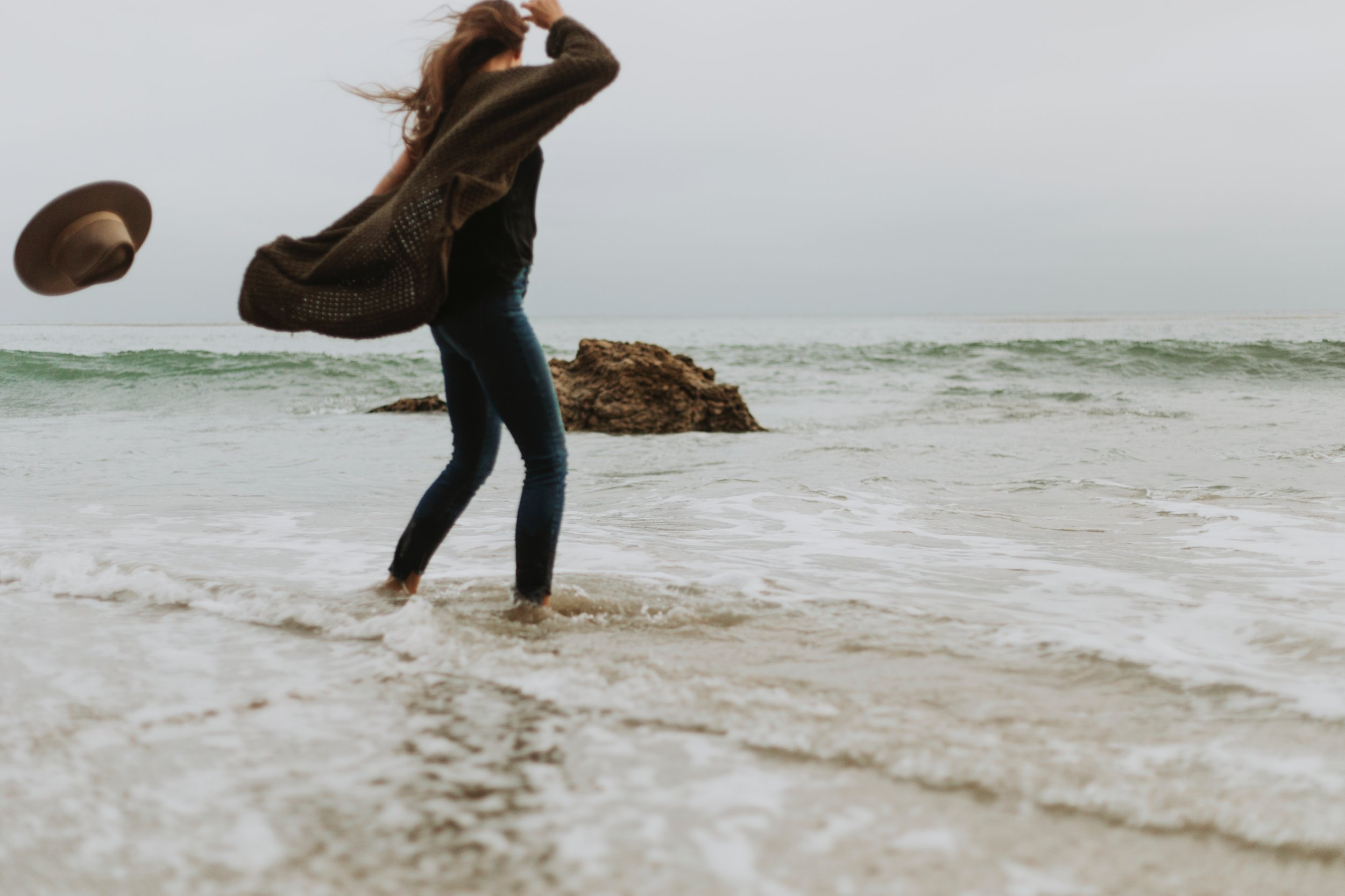 alone-beach-blond-hair-1574655.jpg