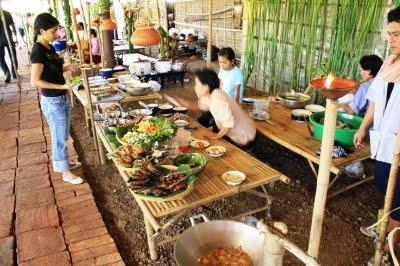 ayutt market2.jpg