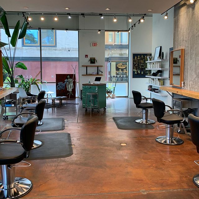 Do you dream of living AND working in Hood River, OR?! Your dreams just came true!  Check out CLUTCH, located in Downtown Hood River... NOW leasing! Inquire for details.  #modernsalon #hoodriversalon #hoodriverhair #pdxhair #pdxsalon #randco #allyouneedisgoodhair