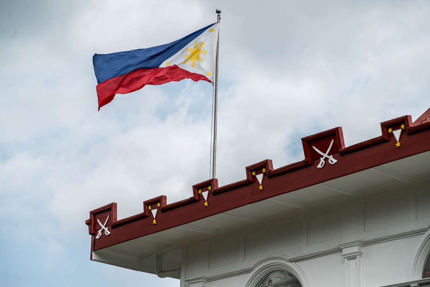 The shade of blue of our Philippine flag was changed to sky blue in 1985 by then Pres. Marcos, then back to navy blue in 1987 by then Pres. Aquino, then to royal blue (current shade) in 1998.Unlike the present day flag, the original flag had a mythological sun with a face, similar to the flag flown by the revolutionary government.