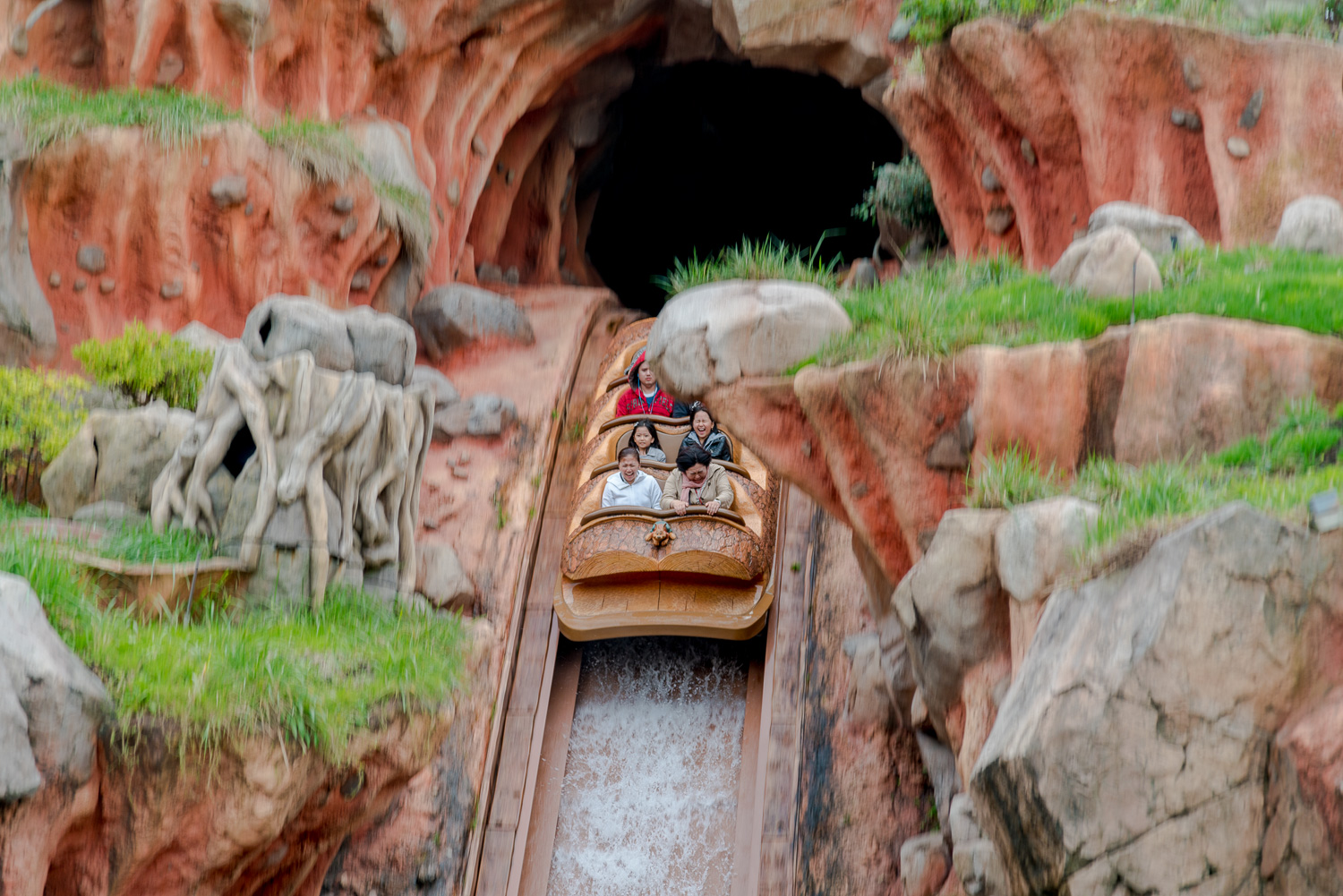 Do NOT miss this ride! I think we waited more than two hours just to go through Splash Mountain.