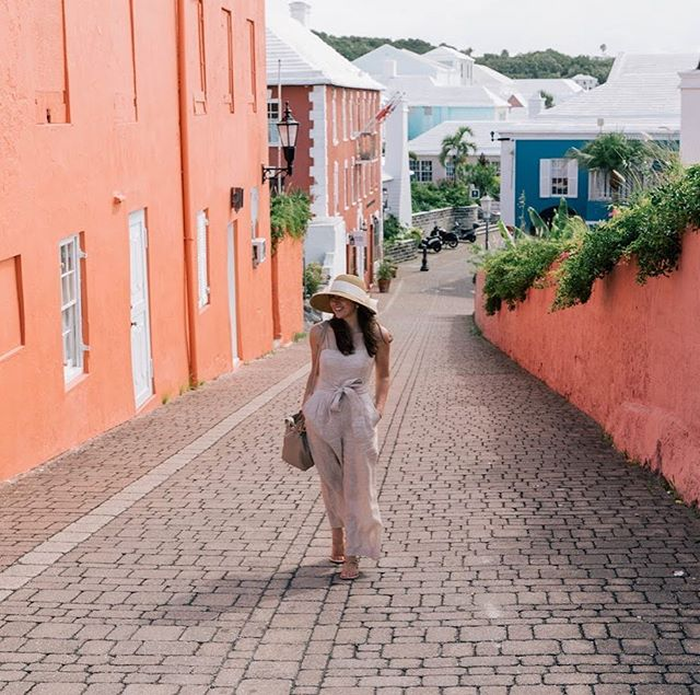 Strolling through St George's town 💕 • • • • • #wearetravelgirls #sheisnotlost #darlingescapes #ladiesgoneglobal #dametraveler #globelletravels #girlslovetravel #sidewalkerdaily #femmetravel #thetravelwomen #girlsborntotravel #girlsmeetglobe #girlsvsglobe #travellushes #lifewelltravelled #letsgoeverywhere #girlswhotravel #sheexplores #abmtravelbug #traveldeeper #myfavtourlina #radgirlslife #explorerbabes #timeoutsociety #followmytravel #bermuda #travelgirl #athomeintheworld #openmyworld #mytinyatlas