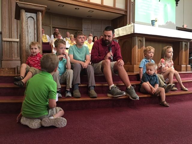 During Our 1015am worship, Associate pastor peter harper talks to our little ones during our Young at heart time.