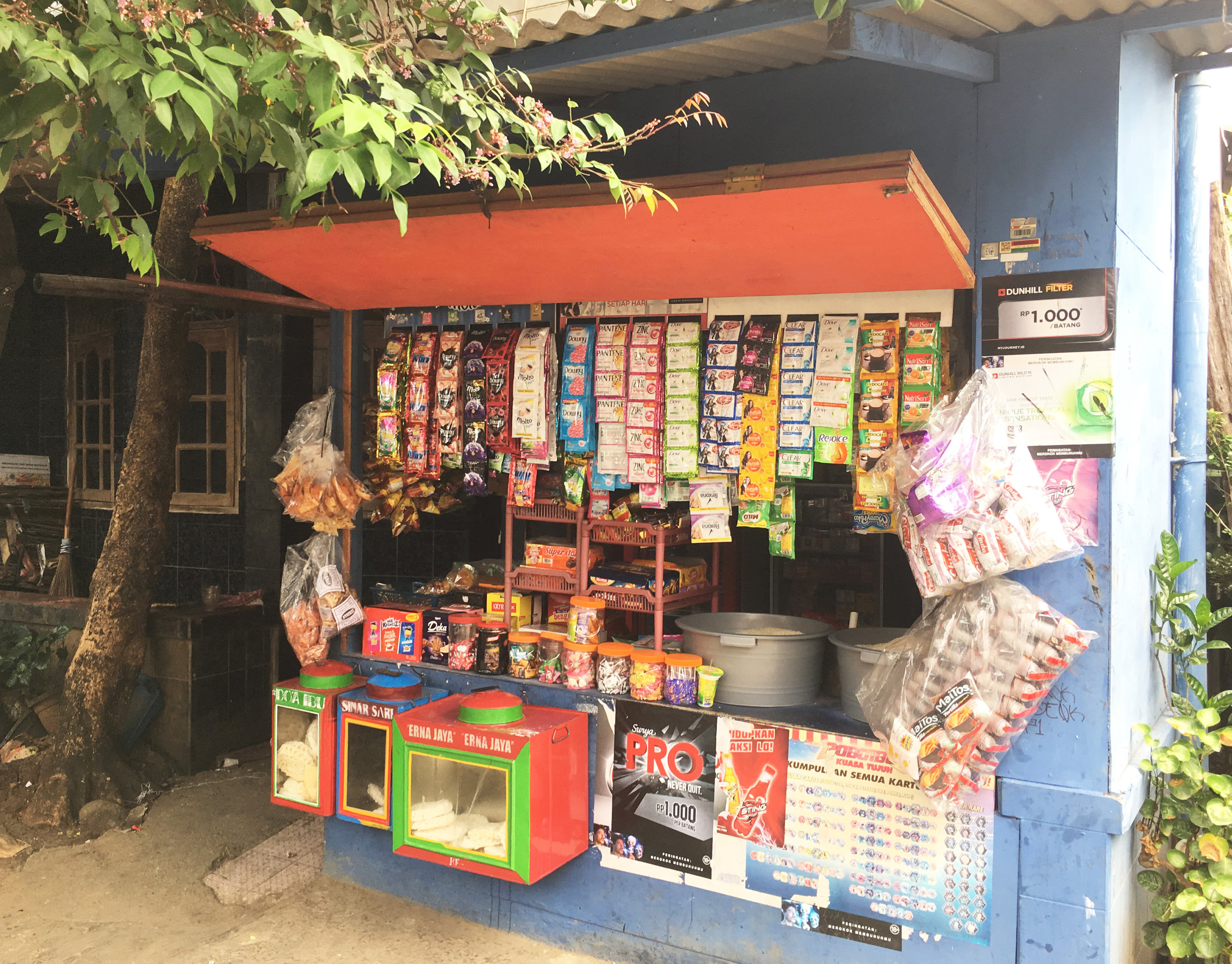 Daily necessity store selling small package goods