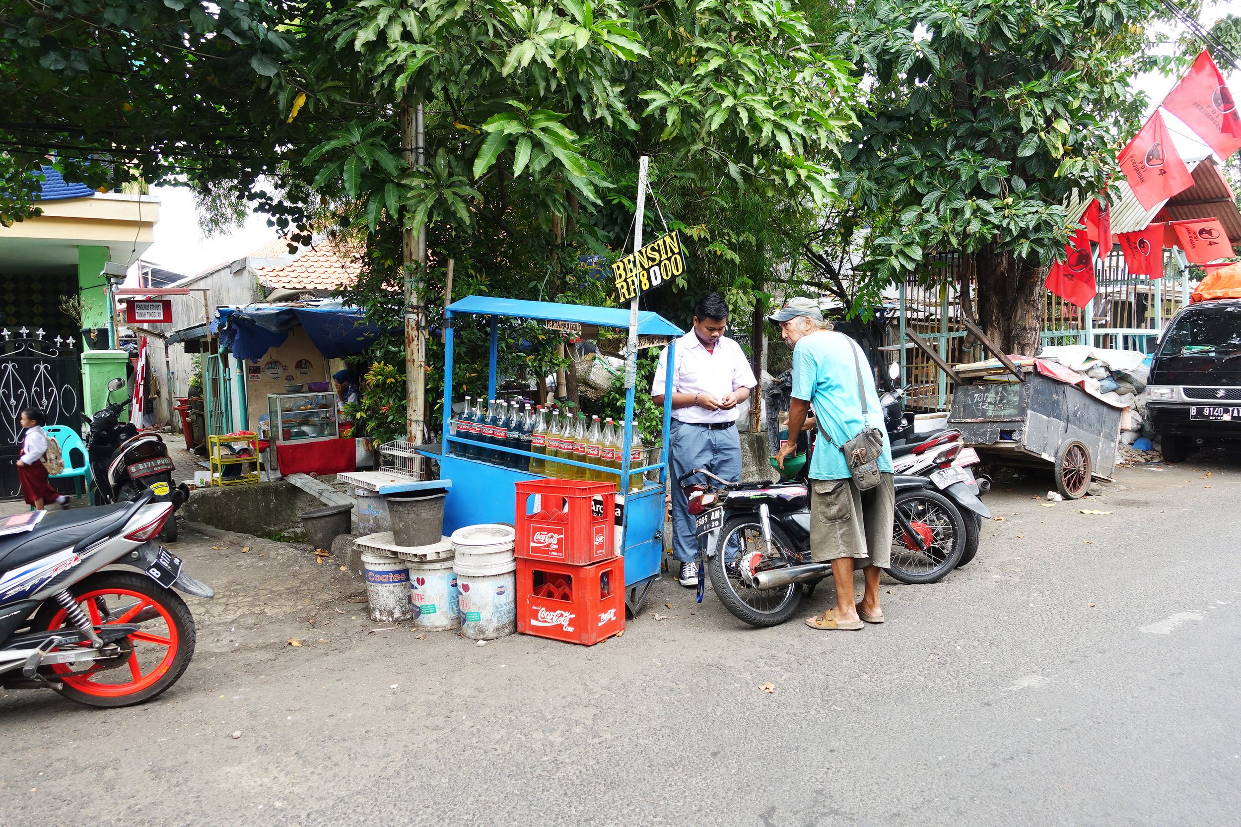 20.Informall eco-system ( Mini gas station on the street ).JPG