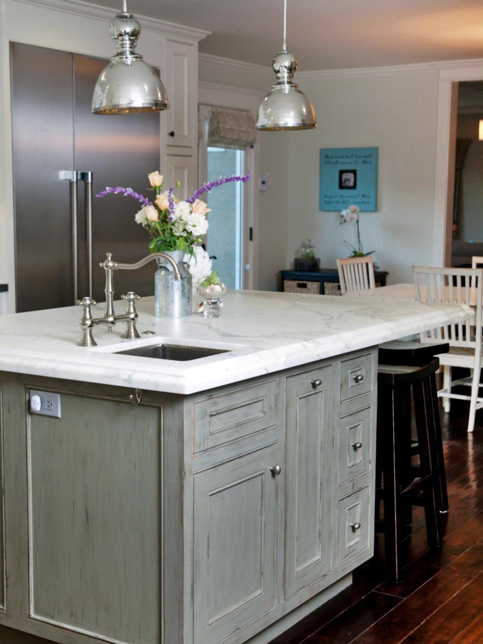 Original_Darci-Goodman-gray-coastal-kitchen_s3x4.jpg.rend.hgtvcom.966.1288.jpeg