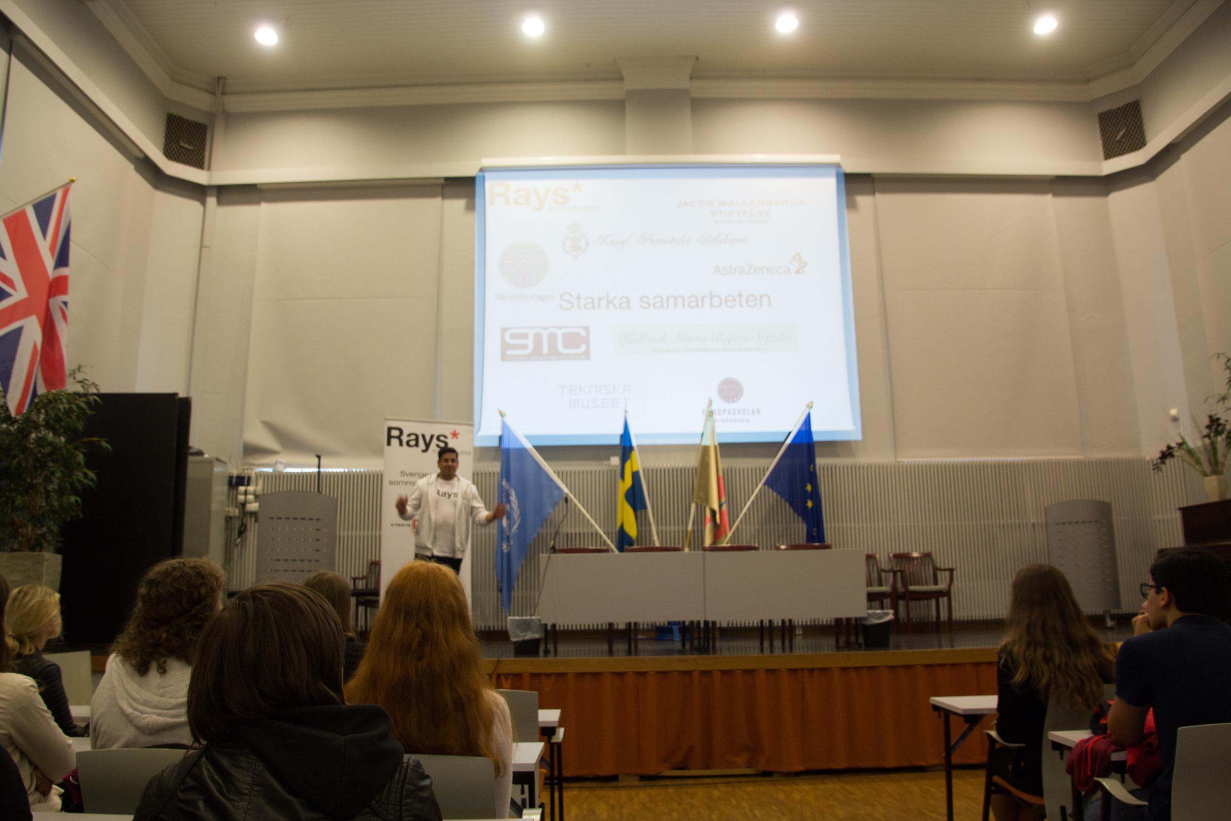Serhat poängterar vikten av starka samarbeten.