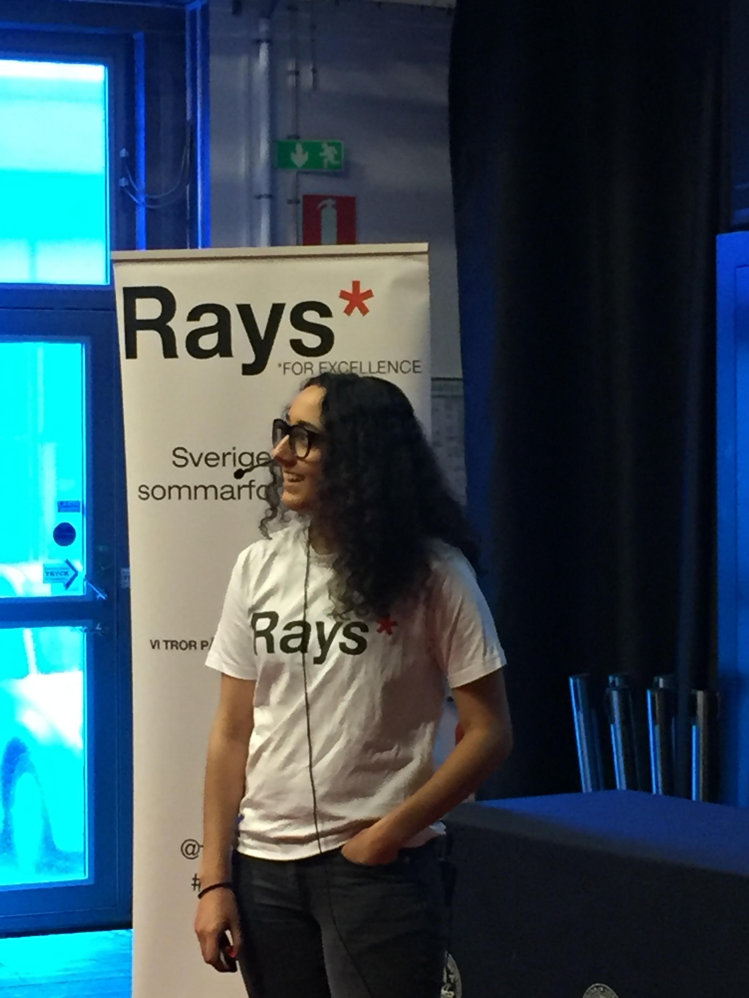 Lara Sheik pratade om oljedroppar och sitt trippelspaltexperiment