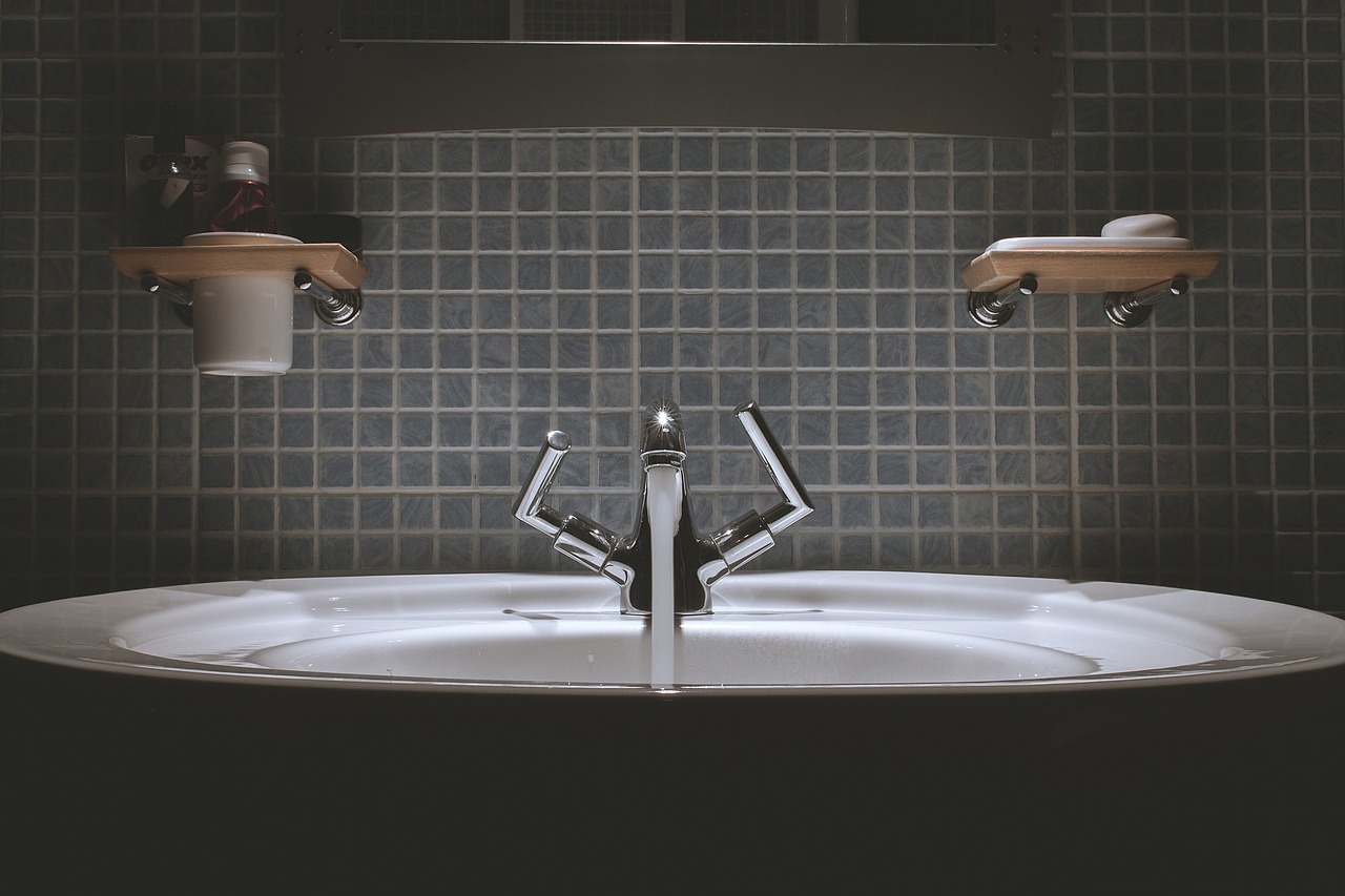 image credit  https://pixabay.com/photos/bathroom-sink-faucet-tap-water-690774/
