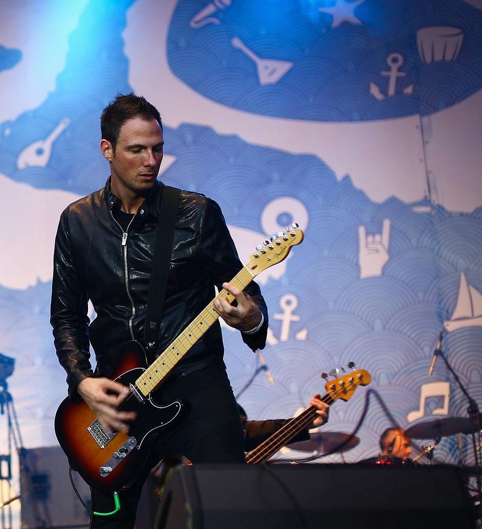 Erik Himel - Session and Touring Guitarist 04.jpg