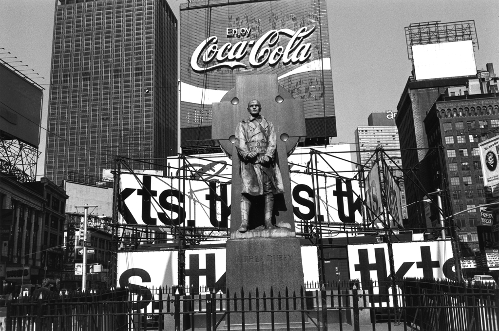 "From the series ""The American Monument"" © Lee Friedlander"