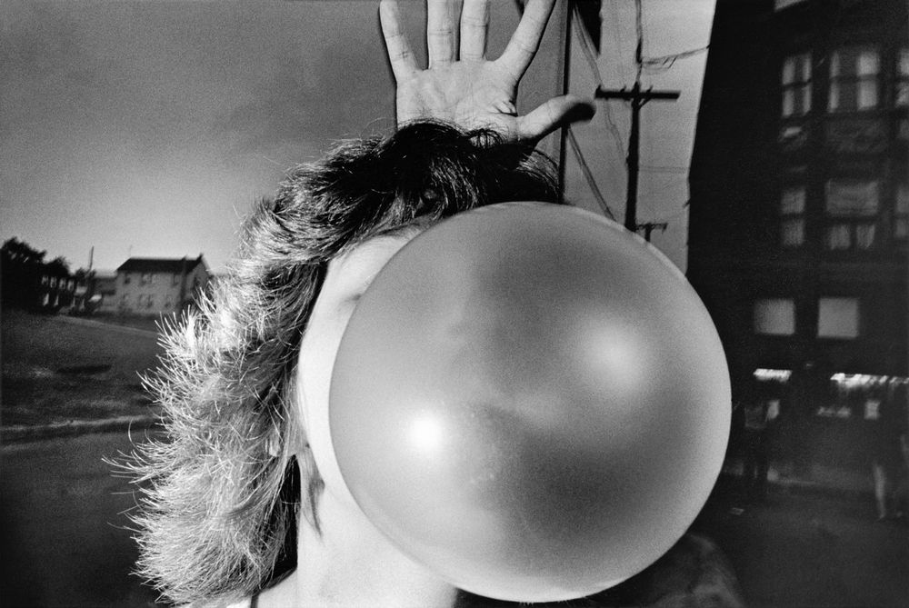 Untitled (Bubble Gum, 1975) © Mark Cohen