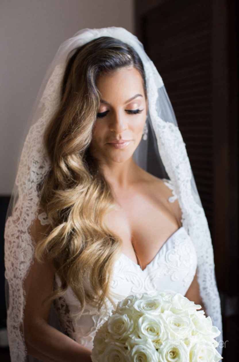 Window-Lit-Portrait-of-Bride-with-lace-veil.png