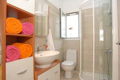 First Floor Shower Room. (Copy).jpg