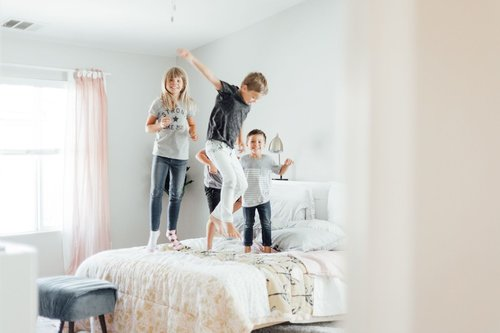 """<p><strong>EP 063</strong>LIFE HACKS FOR MOMS OF LITTLES<a href=""""/shownotes/063"""">More →</a></p>"""