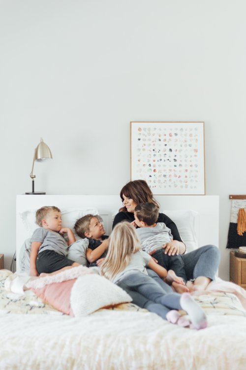 """<p><strong>EP 061</strong>10 WAYS MINIMALISM HELPS THE SUPER BUSY FAMILY<a href=""""/shownotes/061"""">More →</a></p>"""