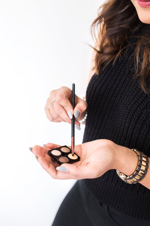 """<p><strong>EP 013</strong>HAIR + MAKEUP TIPS FROM A PRO - WITH JAIME MCGLAUGHLIN<a href=""""/shownotes/013"""">More →</a></p>"""
