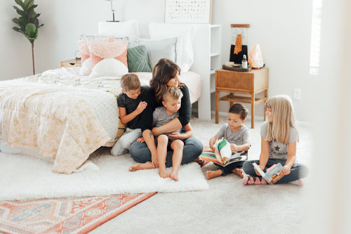 """<p><strong>EP 069</strong>THE BENEFITS OF EARLY MORNINGS FOR PARENTS - WITH LINDSAY MCCARTHY<a href=""""/shownotes/069"""">More →</a></p>"""