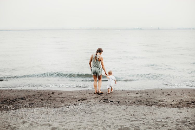 """<p><strong>EP 037</strong>BENEFITS OF MINIMALISM FOR MOTHERS<a href=""""/shownotes/037"""">More →</a></p>"""