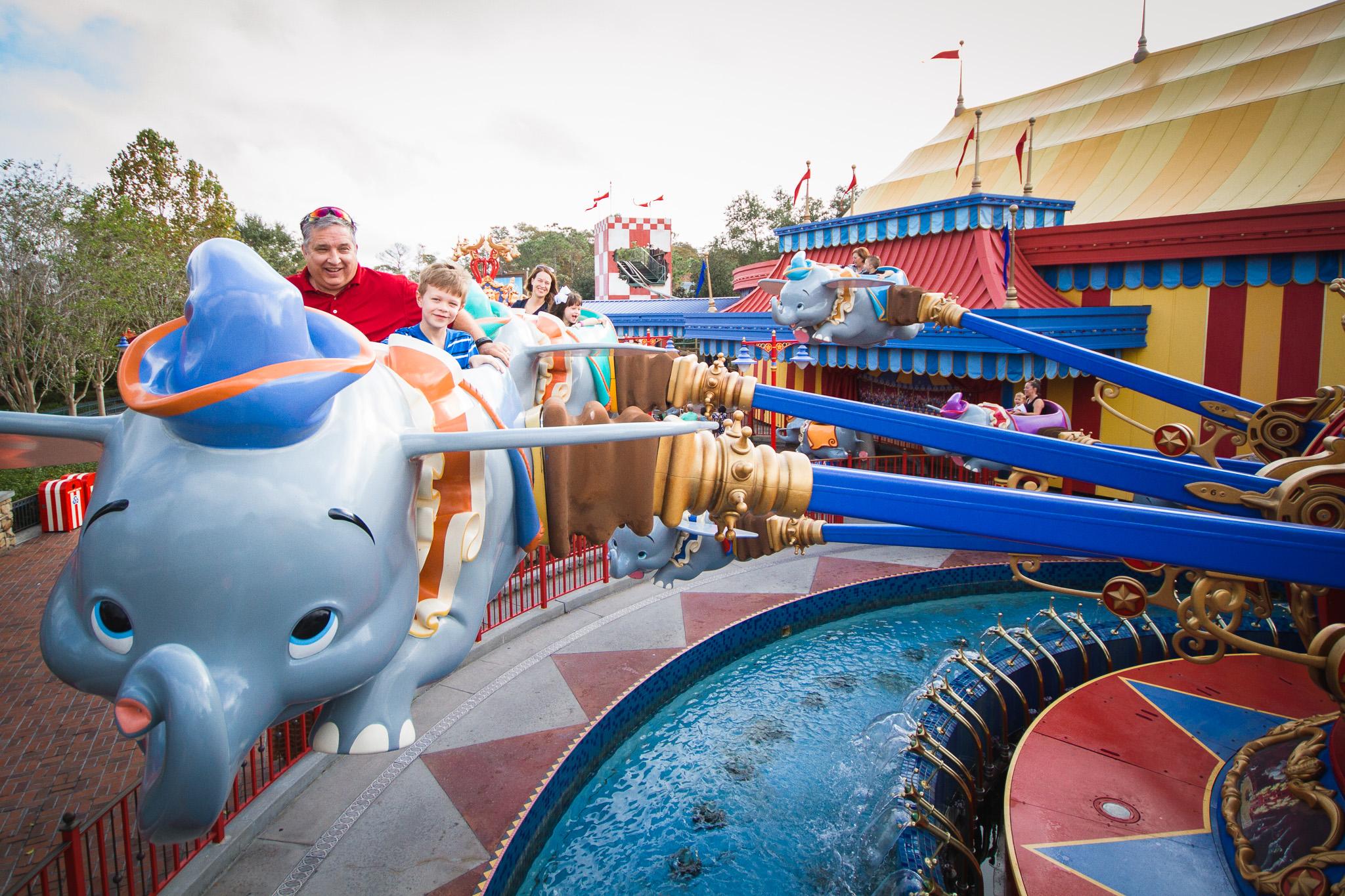 magic kingdom photographer / disney vacation photographer / dumbo the flying elephant