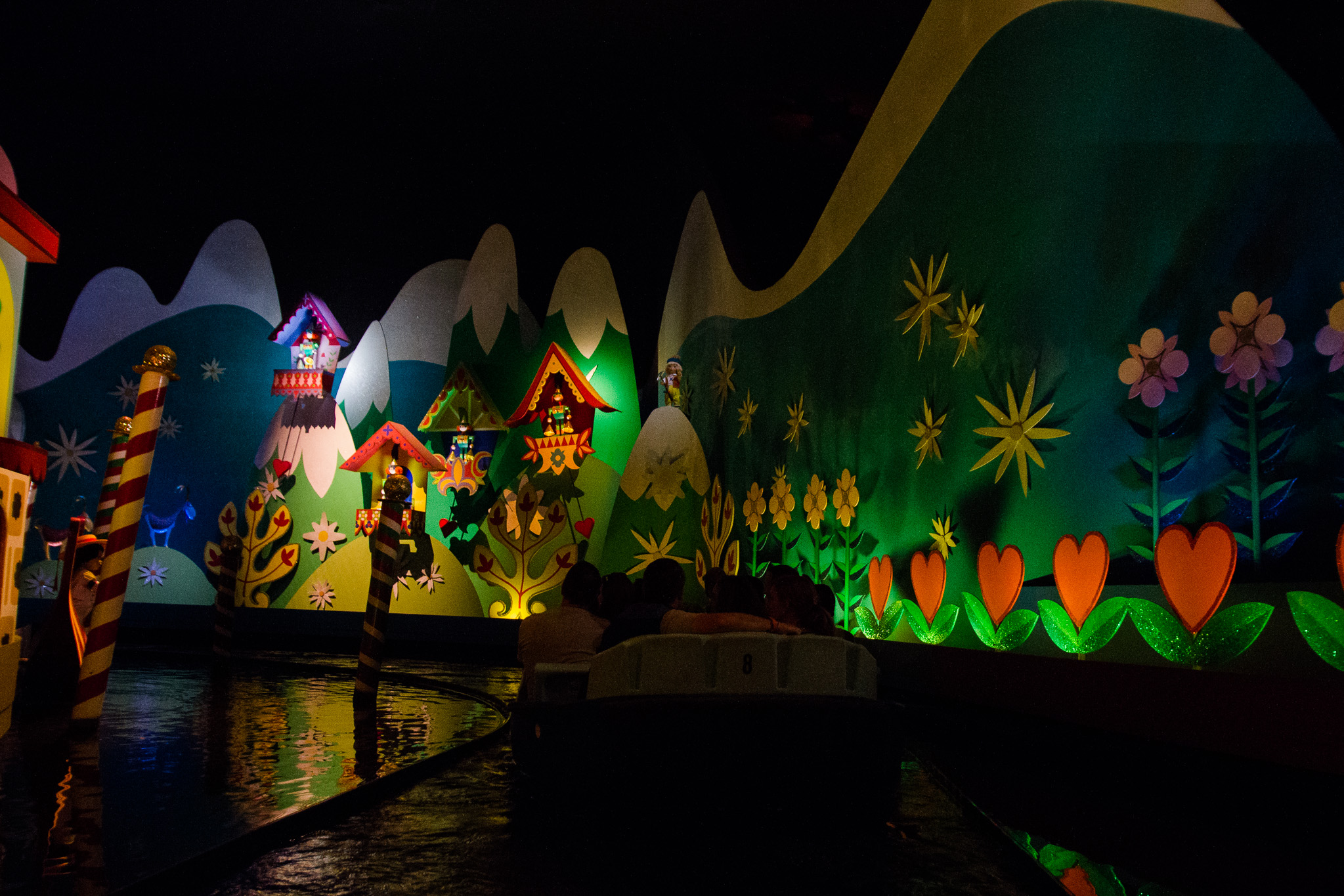 magic kingdom photographer / disney vacation photographer / it's a small world